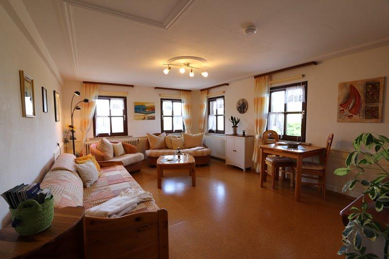 ferienwohnung-panoramablick-wohnzimmer